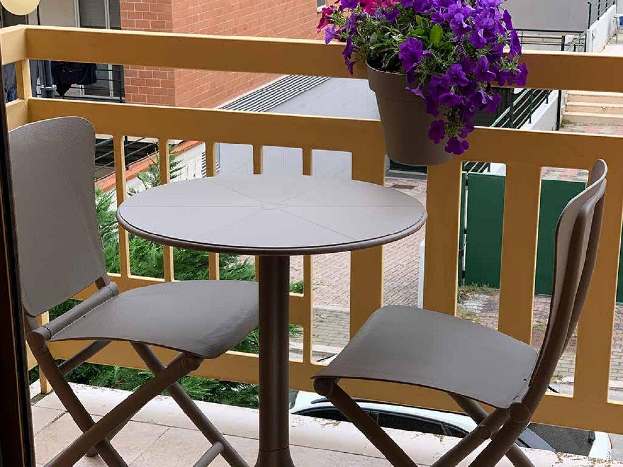 Scopri i Testimonial del prodotto Set tavolino Spritz con sedia Zac