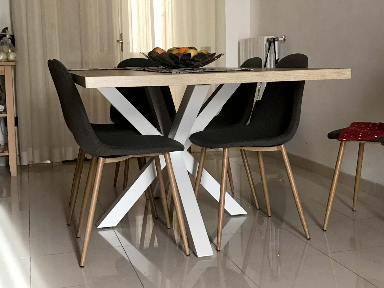 Scopri i Testimonial del prodotto Tavolo Asterisco 180 bianco e piano legno