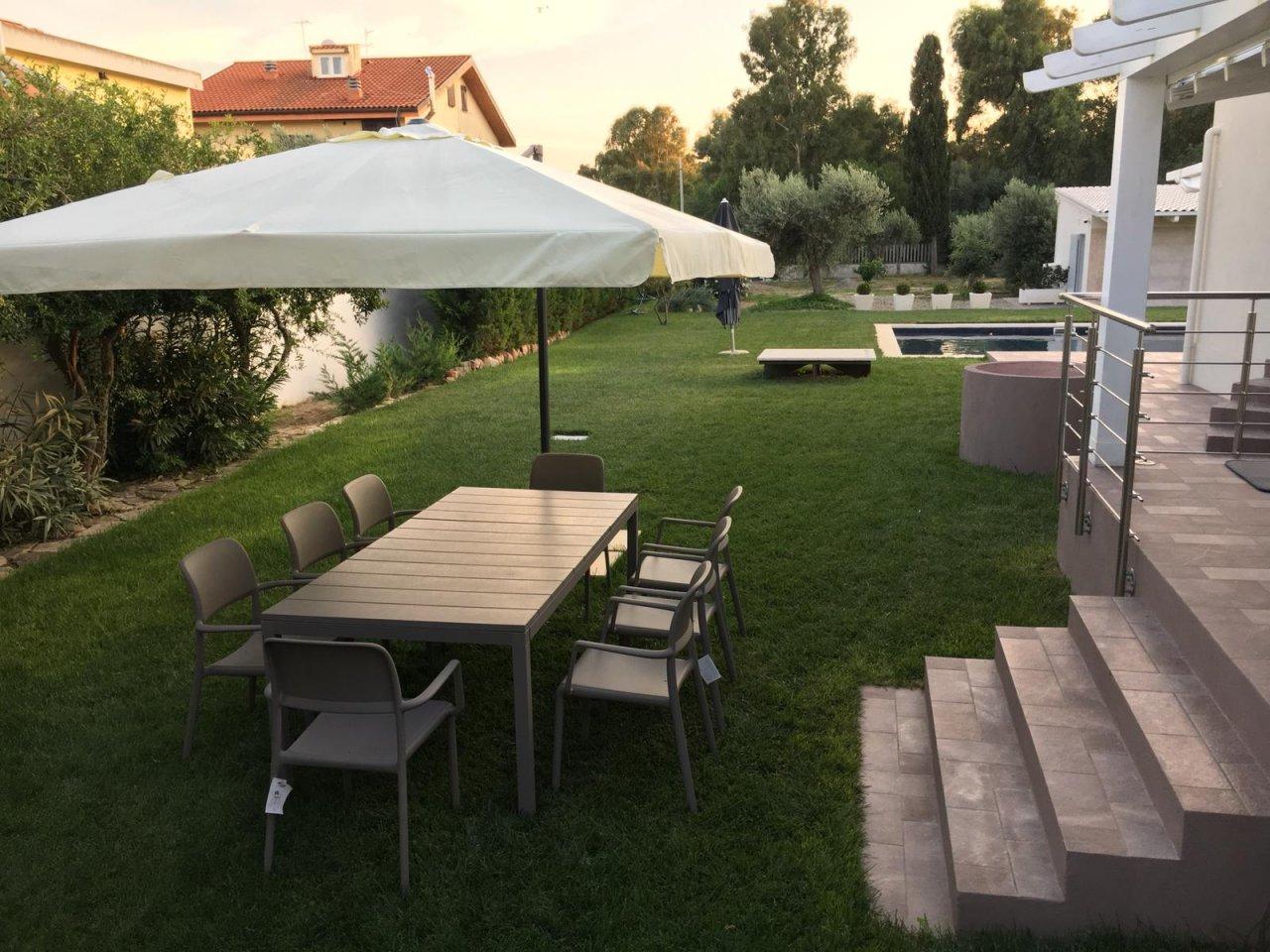 Scopri i Testimonial del prodotto Set tavolo Rio 210/280 con 8 sedie Riva